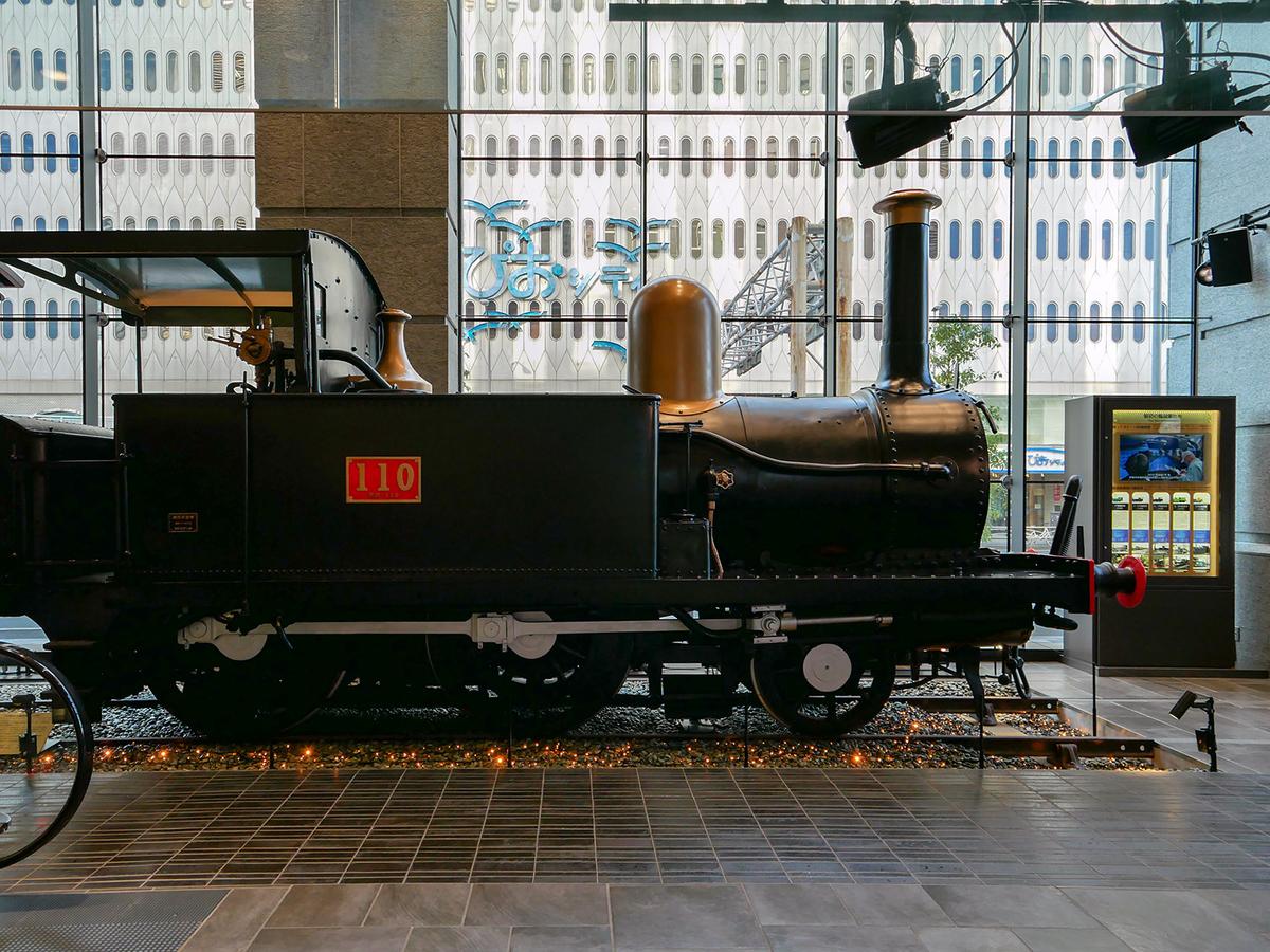 シァル桜木町アネックス 1階 110形蒸気機関車の展示
