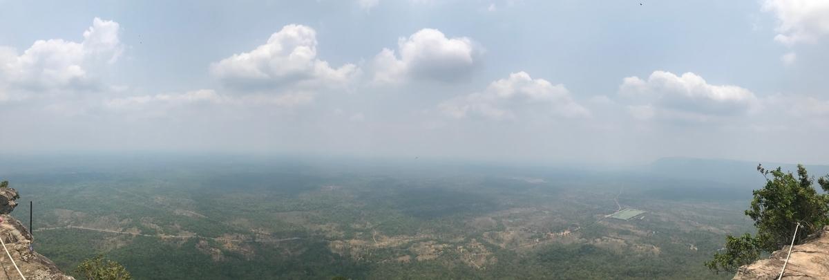 プレアヴィヒア寺院から見た風景