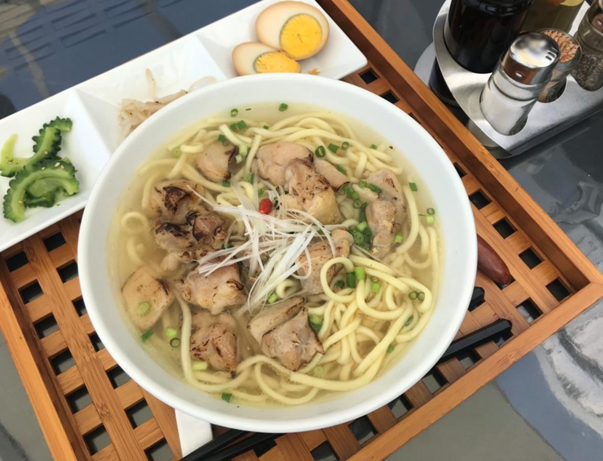 チャハヤブランの沖縄そば(鶏肉大盛)