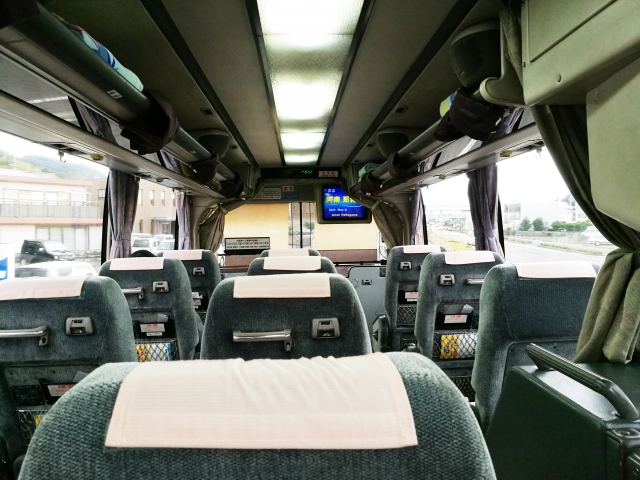 バスツアーの車内の様子