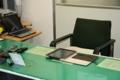 私の机です。iPadが手帳代わり。