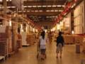 IKEAのレジ直前のセルフサービス場