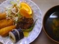 [ごはん]いなり寿司、竜田揚げ(まぐろ)、お吸い物(わかめスープ)、オレン
