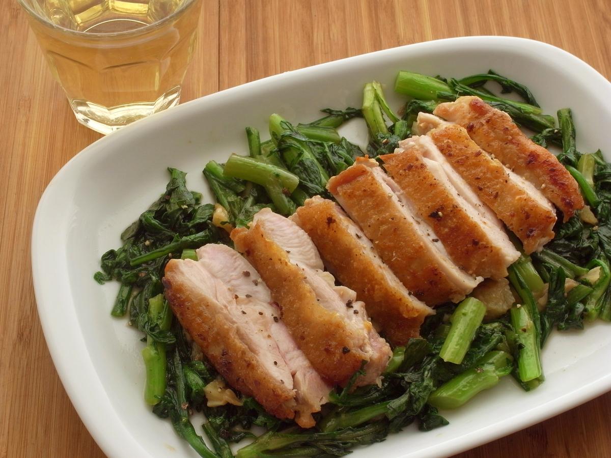 鶏とにんにくのうま味が春菊にメチャ浸透「鶏もも肉と春菊のソテー ...