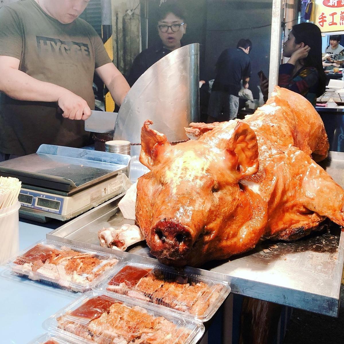 豚の丸焼きが超インパクト
