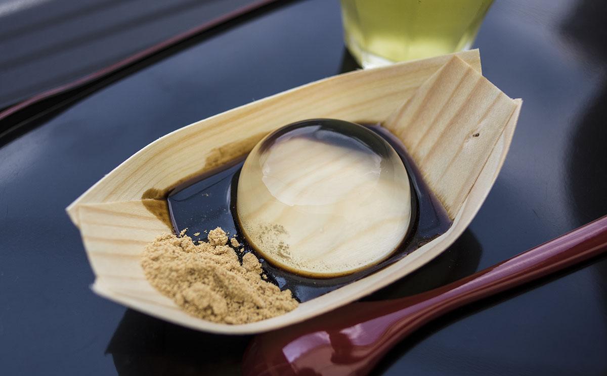 SNSで話題の和菓子!京都まるもち家の『水まる餅』はいかがですか?