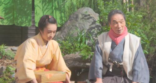 駒と談笑する望月東庵先生