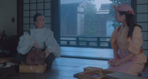 太原雪斎の館で療治の準備に勤しむ望月東庵先生と駒