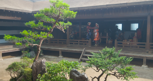 久々に芥川城で再会する松永久秀と明智十兵衛光秀