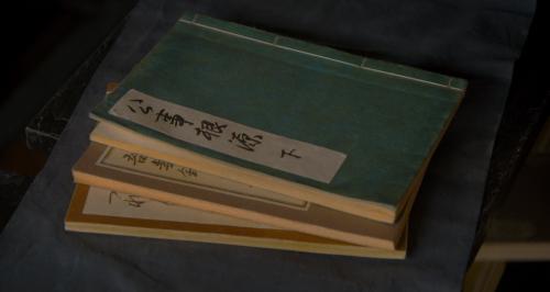 十兵衛が旅の支度で携えていた書物は公事根源、吾妻鏡、徒然草?