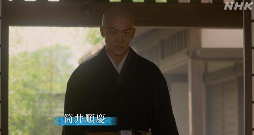 十兵衛と藤吉郎が待つ部屋に通された筒井順慶