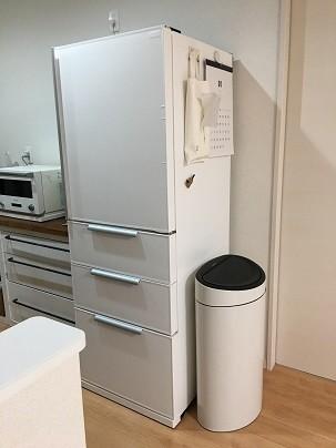 冷蔵庫をリメイクシートで白に変身のタイトル写真