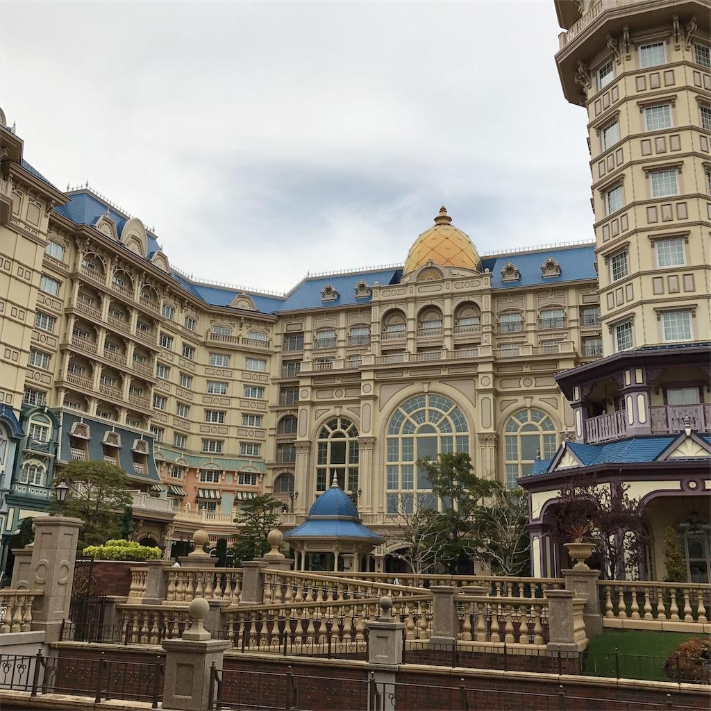ディズニーランドホテル【美女と野獣ルーム】1階が1番人気な理由! - は