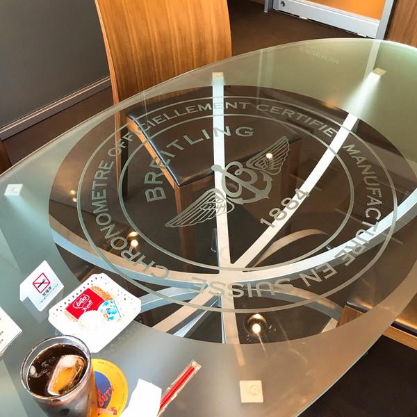 ブライトリングのテーブル