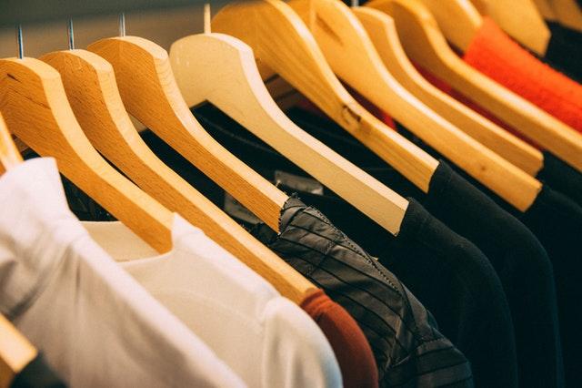 服にも減価償却の概念を適用すると捨てられる