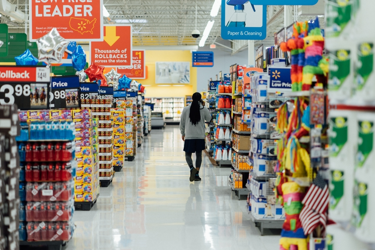 普段使っているスーパーの1日あたりの売上って、どれくらいか