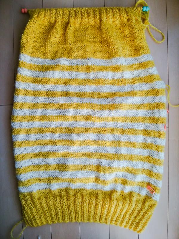 編んでいる途中のセーターの画像、身頃