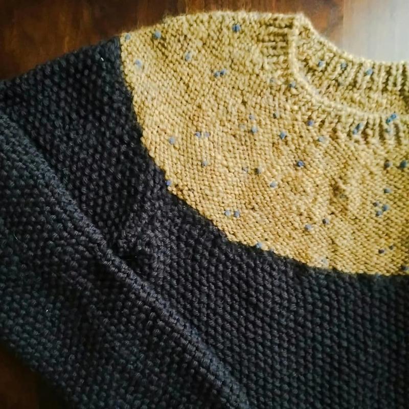 丸ヨークのセーターの画像