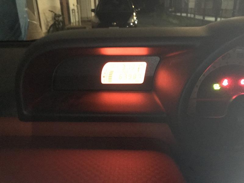 車内の時計の画像