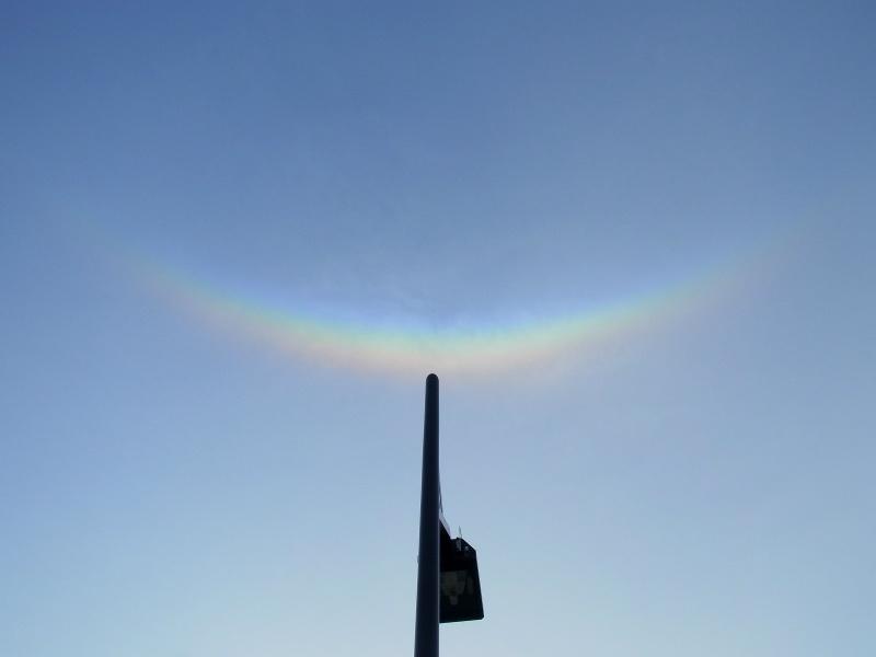 街灯に乗っかった虹の船・環天頂アーク