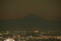 富士山に沈みゆく二日月  2016/11/01 恵比寿ガーデンプレイスタワー38