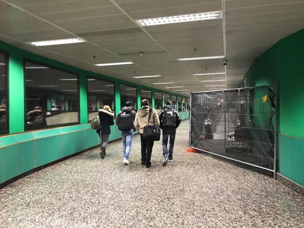 マルペンサ空港の緑色の通路