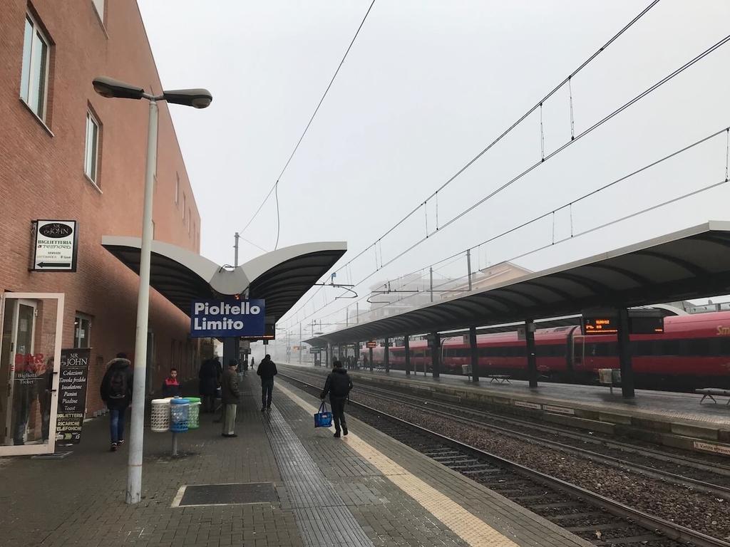 Pioltello Limito駅。雪降ってて寒い。
