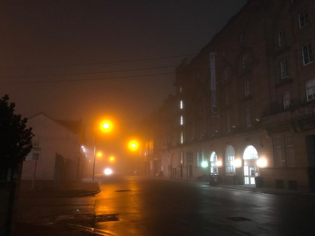 大逆転裁判を彷彿とさせる霧の街