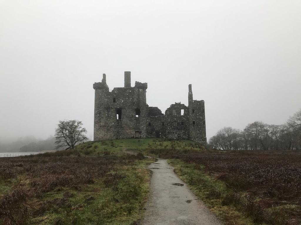 キルカーン城(Kilchurn Castle)の姿