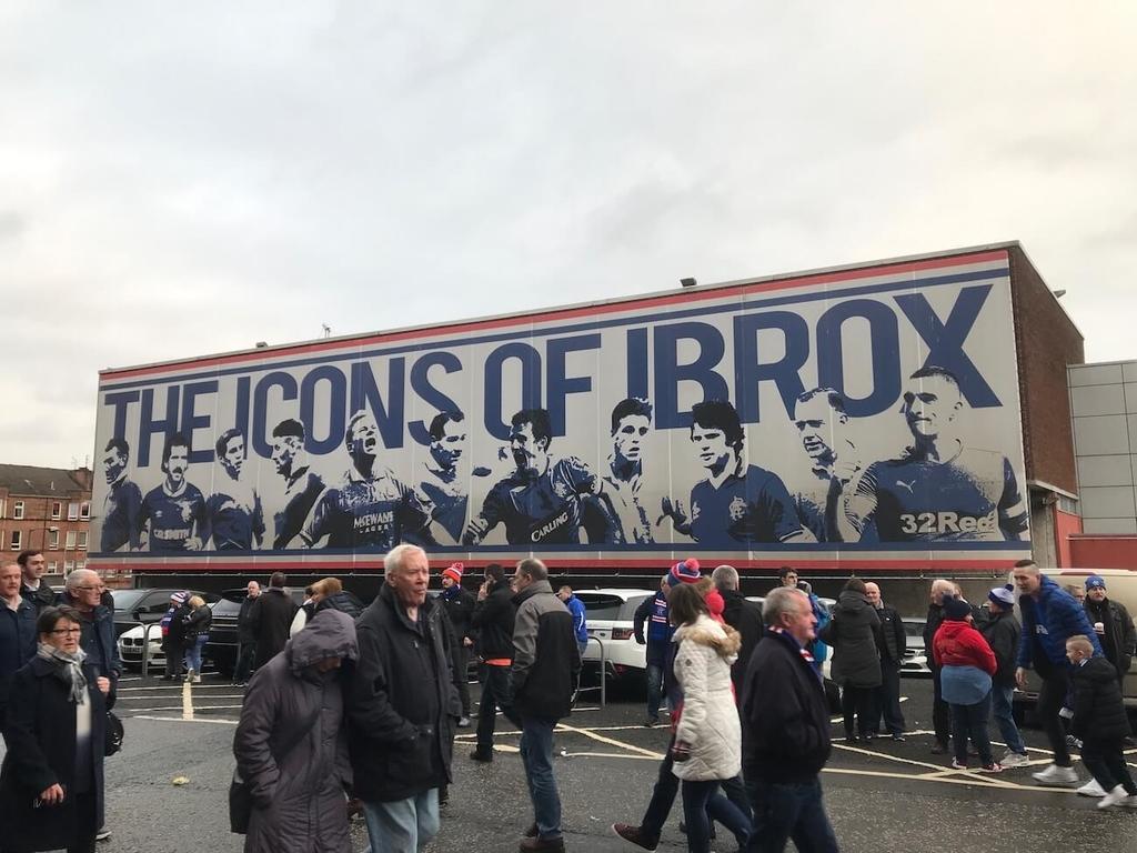スタジアム名はIBROX