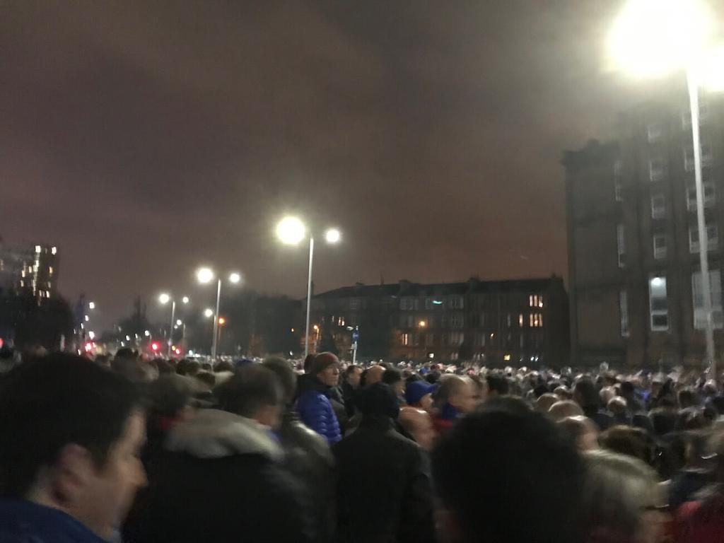 スタジアムからの帰り道は大混雑
