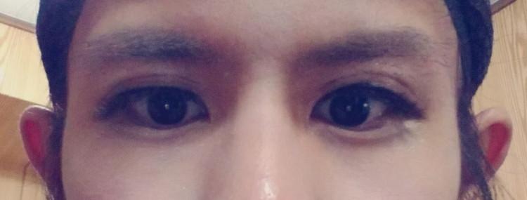 整える前の眉毛