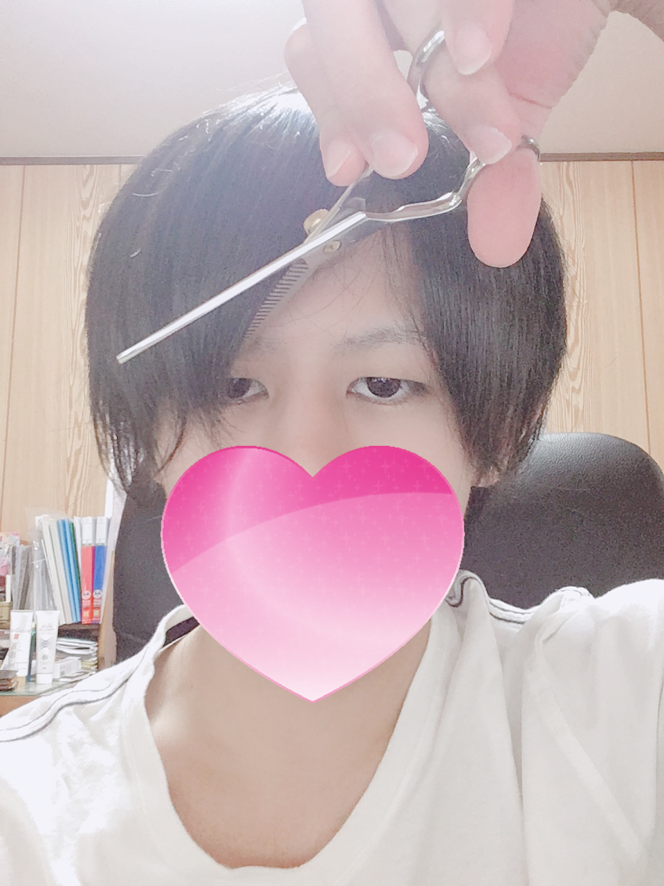 前髪を切る