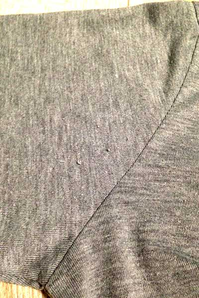 毛玉のついたカーディガンの脇部分
