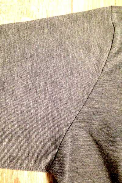 毛玉取り使用後のカーディガンの脇部分
