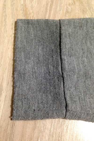 毛玉のついたカーディガンの裾