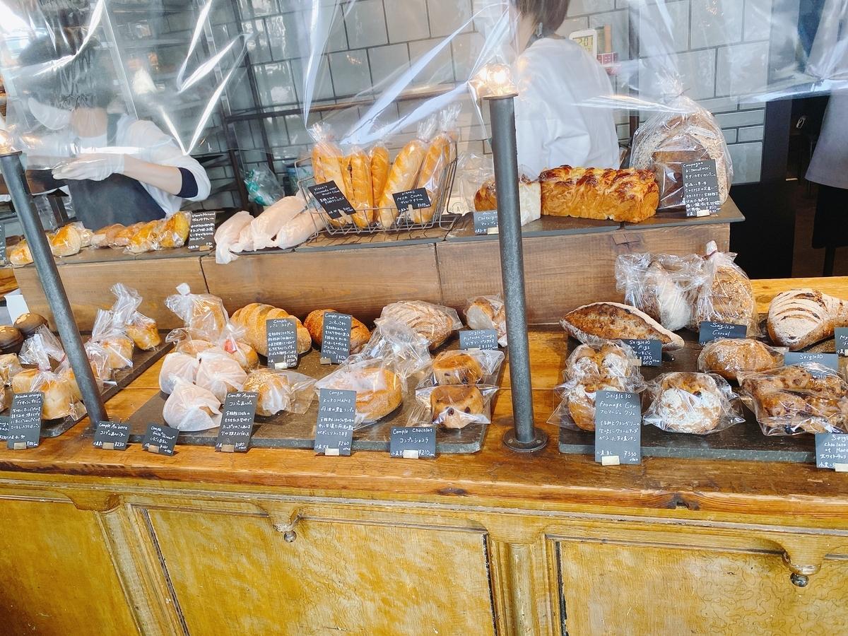 豊富な種類のパン