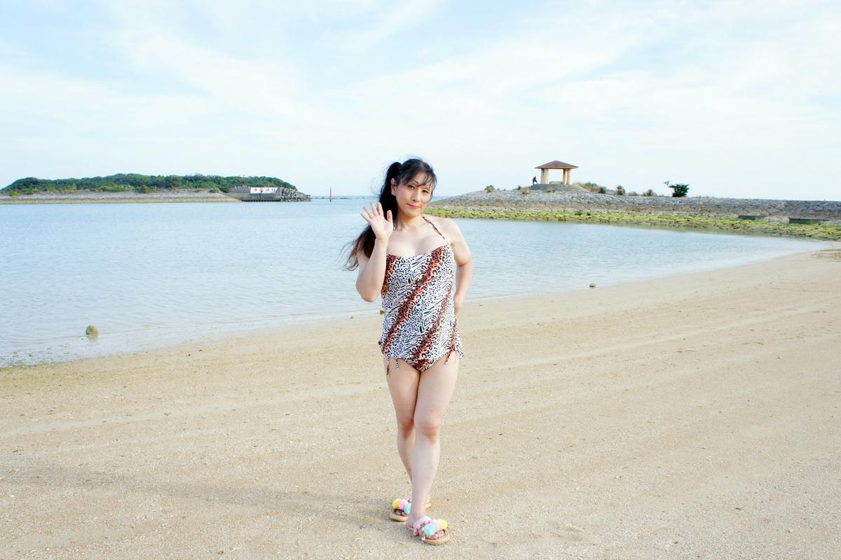 志喜屋海浜にて水着撮影