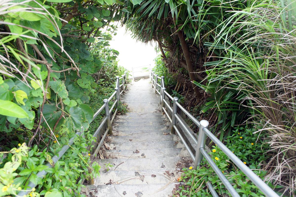 希望ヶ丘ビーチの階段