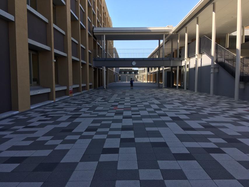 南山中学の校舎写真