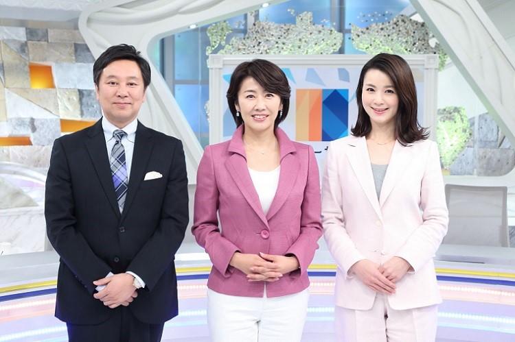 写真左から 大浜平太郎キャスター、佐々木明子キャスター、秋元玲奈キャスター