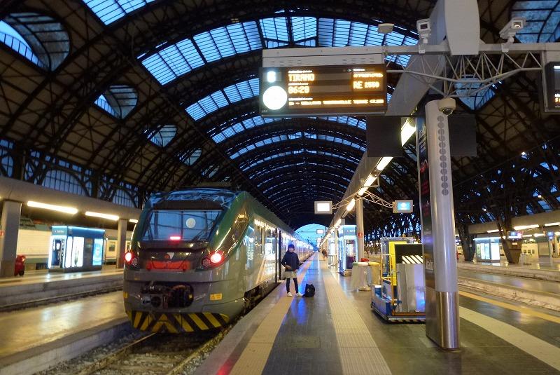 トレンタリア ティラノ行列車