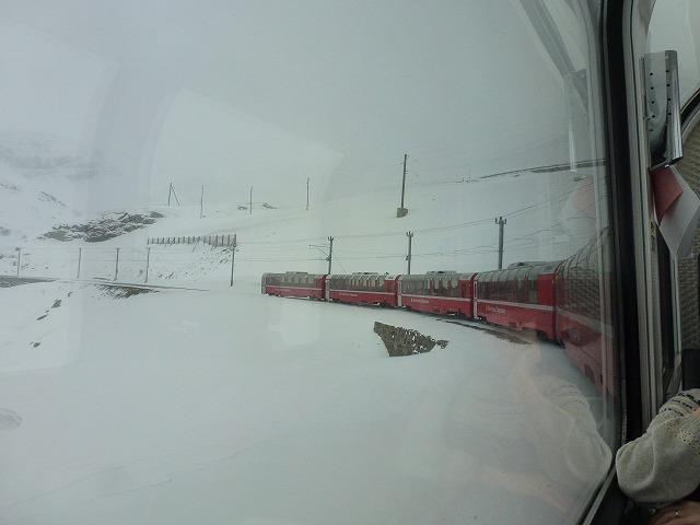 ベルニナ急行 車窓 雪景色