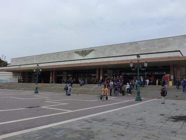 ベネチア駅前