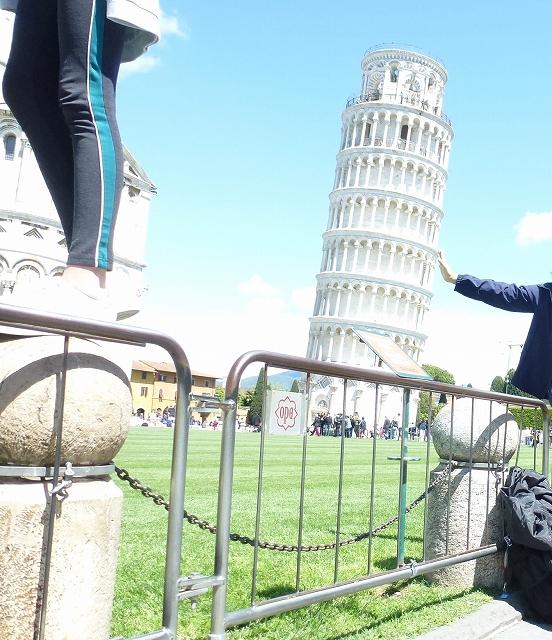 ピサの斜塔 支える手