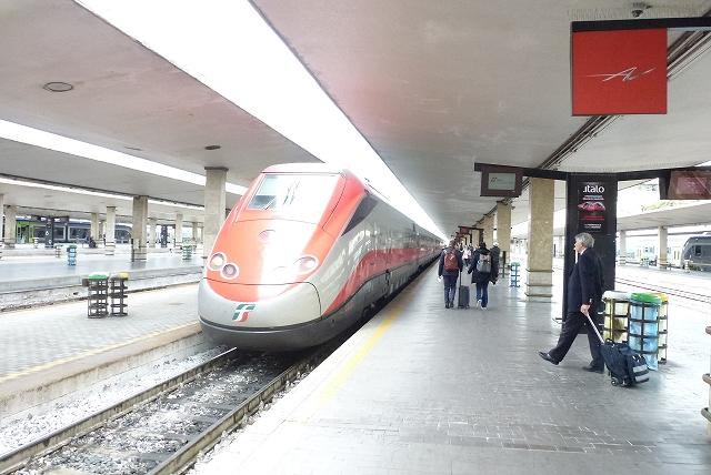 フィレンツェ ローマ行列車