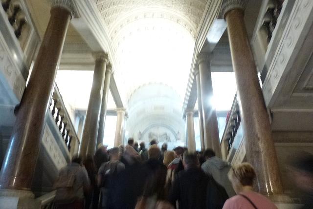バチカン美術館 行列