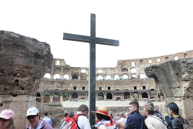コロッセオ 十字架