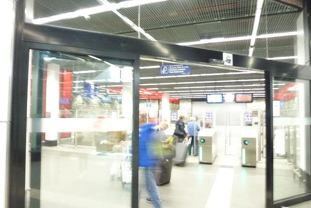 ブリュッセル空港 地下駅入り口
