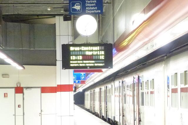 ブリュッセル空港 地下駅 列車時刻